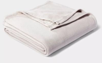 Room Essentials Solid Fleece Bed Blanket - Twin