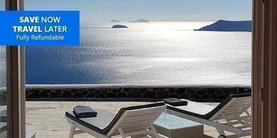 Santorini 2-Bedroom Suite for 4 w/Outdoor Jacuzzi (Member Exclusive)